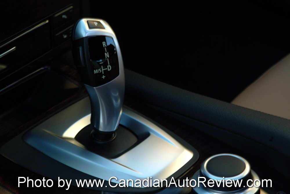 2008 BMW 550i Black gear shifter