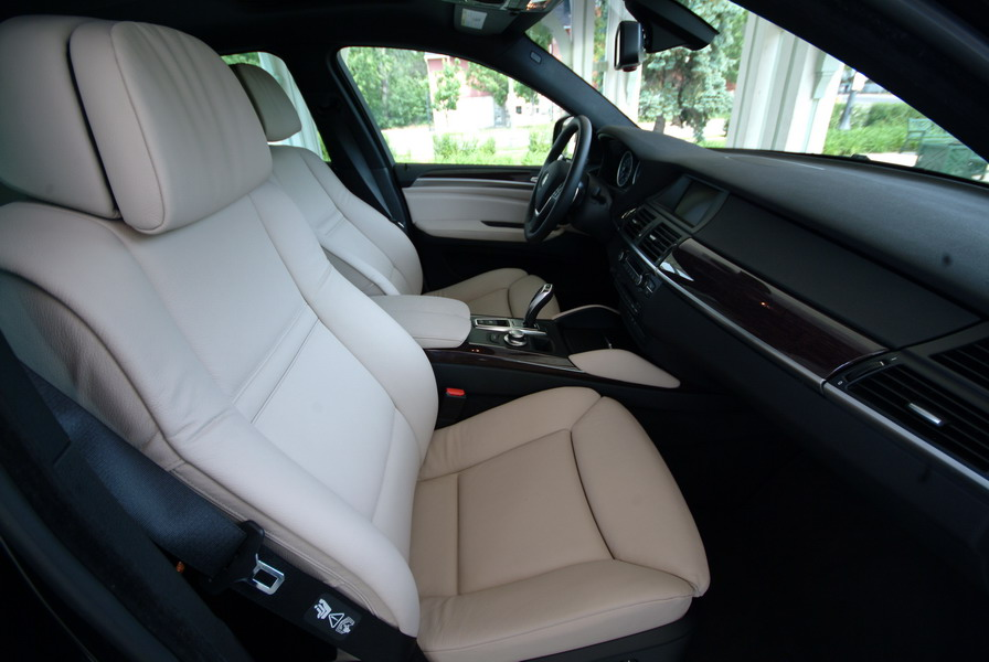 2008 BMW X6 xDrive35i Black front seats
