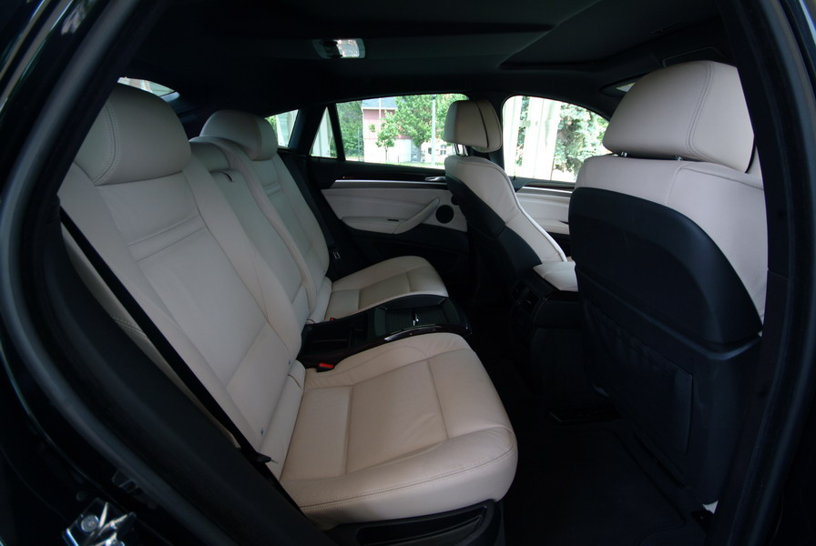 2008 BMW X6 xDrive35i Black rear seats