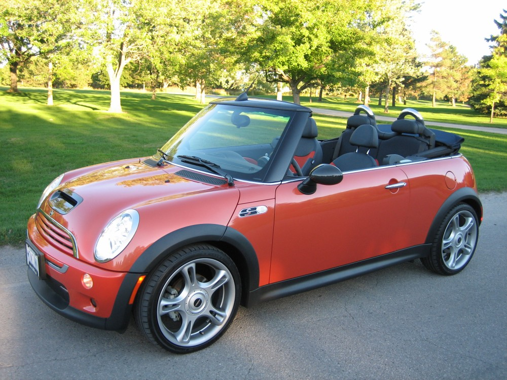2009 mini cooper s jcw convertible photo gallery cars photos test drives and reviews. Black Bedroom Furniture Sets. Home Design Ideas