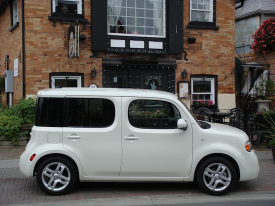 2010 Nissan Cube White yorkville side view
