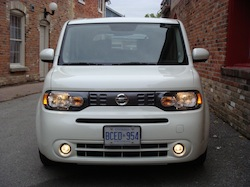 2010 Nissan Cube White front lights