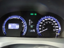 2010 Nissan Cube White gauges