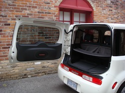 2010 Nissan Cube White trunk open