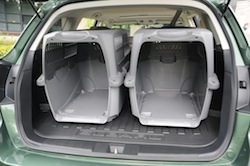 2010 Subaru Outback PZE Green trunk storage space