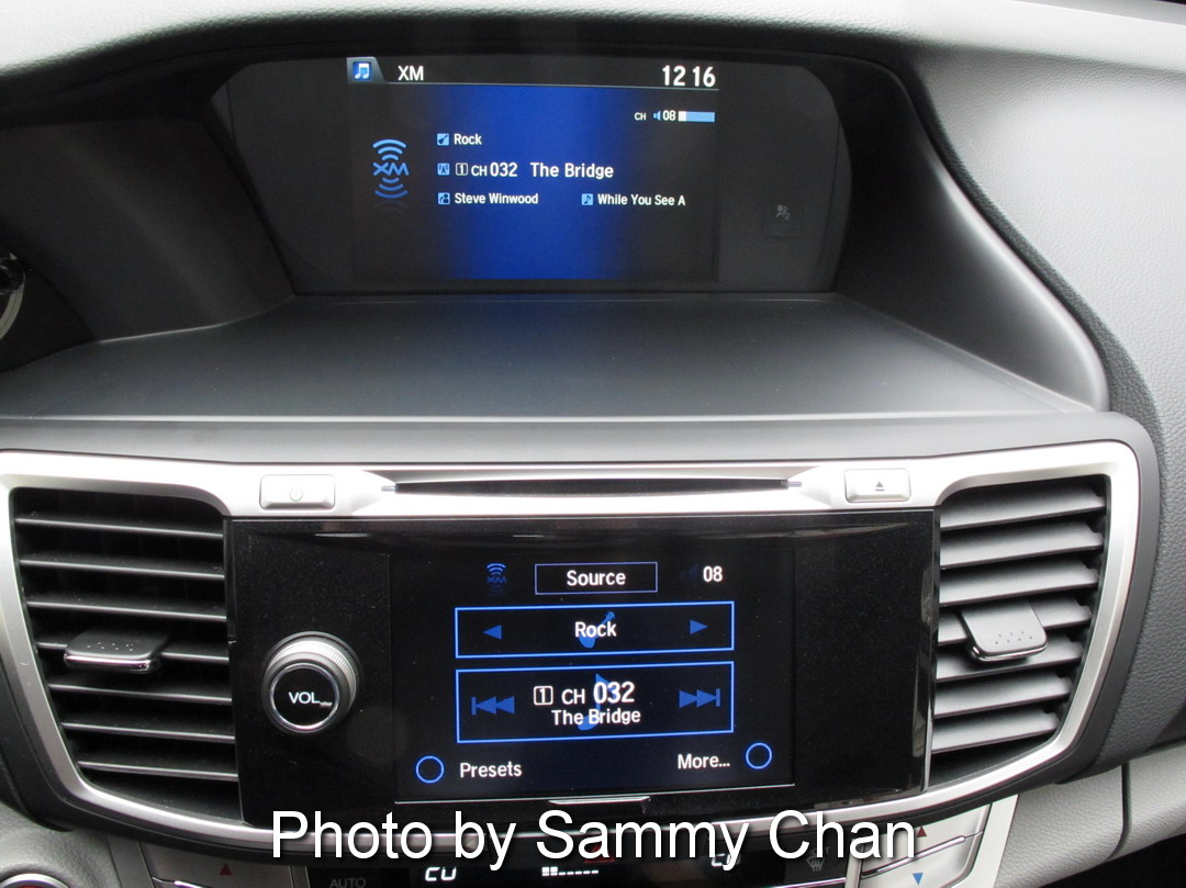 2013 Honda Accord V6 Touring Blue center console navigation