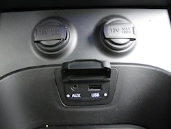 2013 Hyundai Sante Fe Sport auxiliary outputs inputs