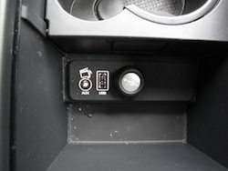 2013 Land Rover LR2 HSE Gray usb outlet and aux plugs