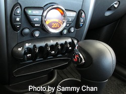 2013 Mini Cooper S Paceman ALL4 Black gear shifter and controls