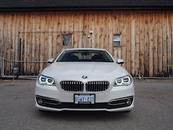 2014 寶馬 BMW 535d xDrive Metallic White front view adaptive led headlights on