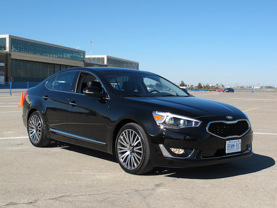 2014 Kia Cadenza black front view on a track