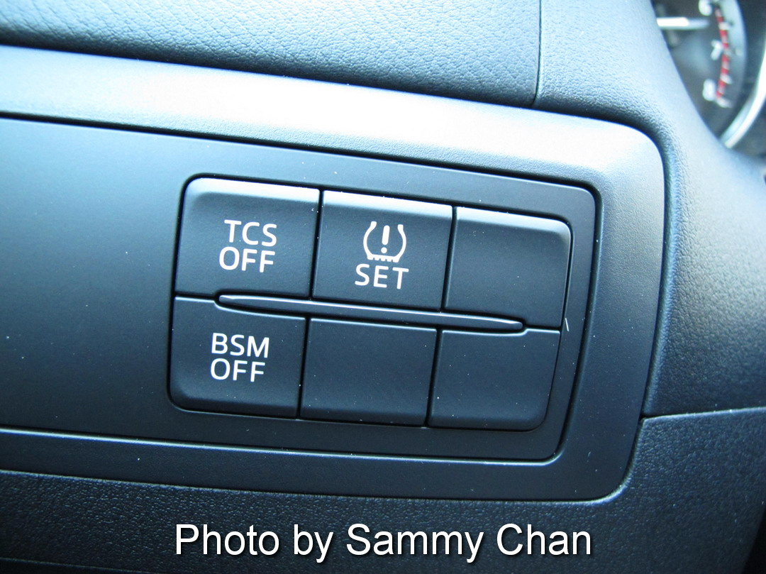 2014 Mazda CX-5 GS AWD grey controls front