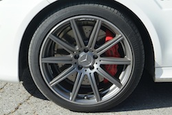 2014 Mercedes E63 AMG S White rims with red calipers wheels