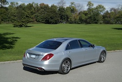 2014 Mercedes-Benz S550 Silver rear view grass background