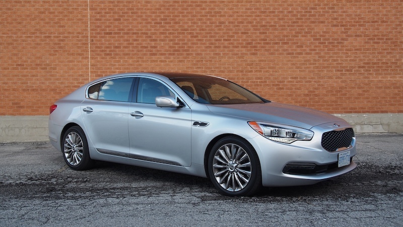 2015 Kia K900 V8 Elite front side view