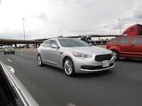 2015 Kia K900 V8 Elite driving