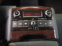 2015 Kia K900 V8 Elite rear seat controls