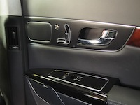2015 Kia K900 V8 Elite rear door panel controls