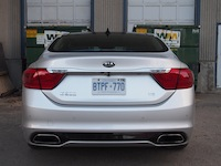 2015 Kia K900 V8 Elite rear exhaust lights