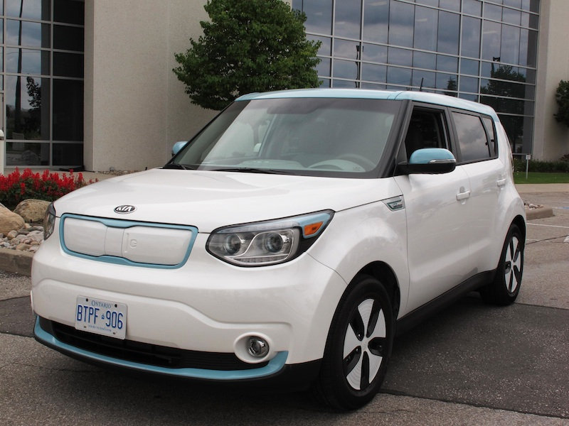 2015 Kia Soul EV White Blue front side view