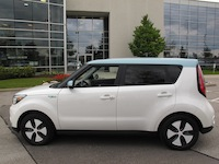 2015 Kia Soul EV White Blue side view wheels