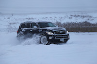 infiniti qx80 on the snow