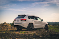 jeep grand cherokee srt offroading