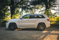 jeep grand cherokee srt side view
