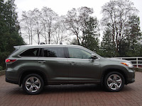 toyota highlander hybrid side