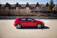 volkswagen golf gti red side