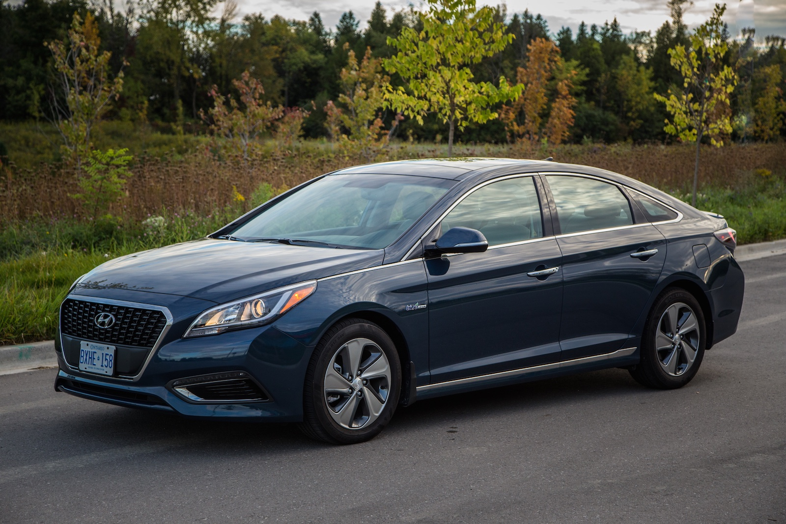 review 2016 hyundai sonata hybrid canadian auto review. Black Bedroom Furniture Sets. Home Design Ideas