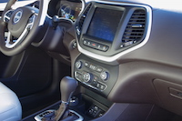 2016 Jeep Cherokee Overland center console touchscreen