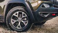 cherokee trailhawk firestone tires