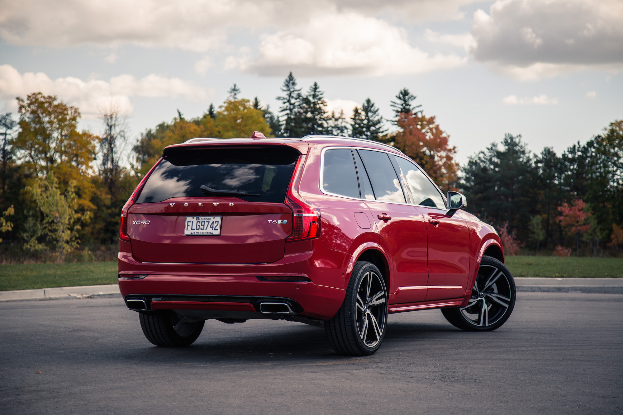 review 2016 volvo xc90 t6 r design canadian auto review. Black Bedroom Furniture Sets. Home Design Ideas