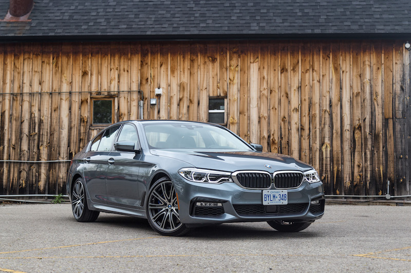 2017 BMW 540i xDrive blue paint front quarter view