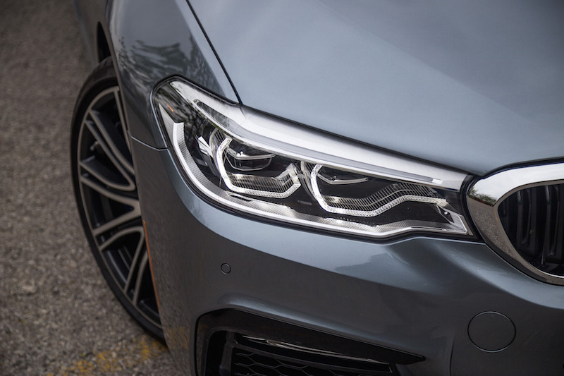 2017 BMW 540i xDrive front led head lights