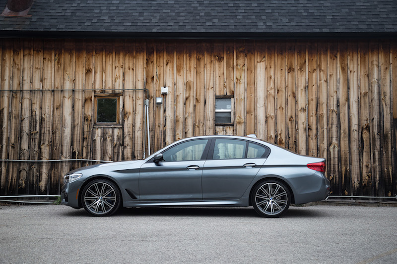 2017 BMW 540i xDrive side view wheels