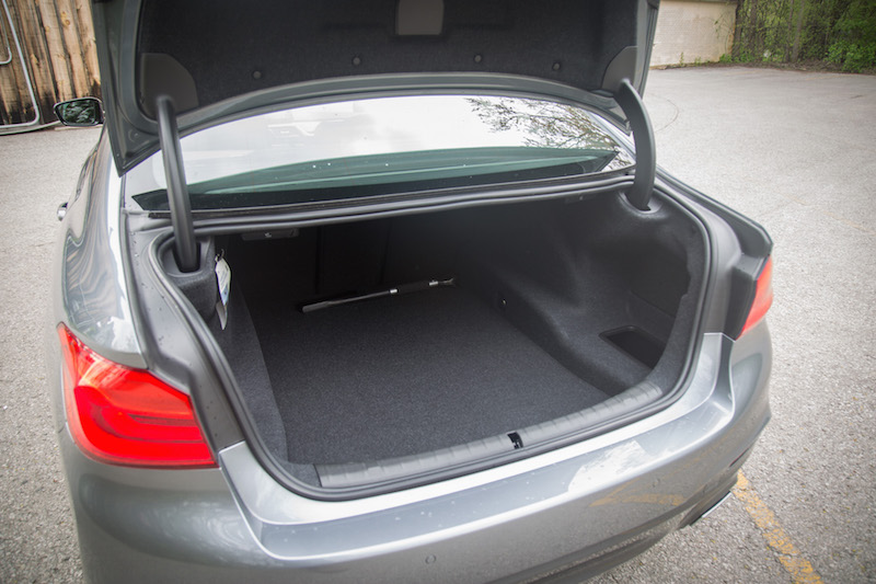 2017 BMW 540i xDrive trunk space cargo