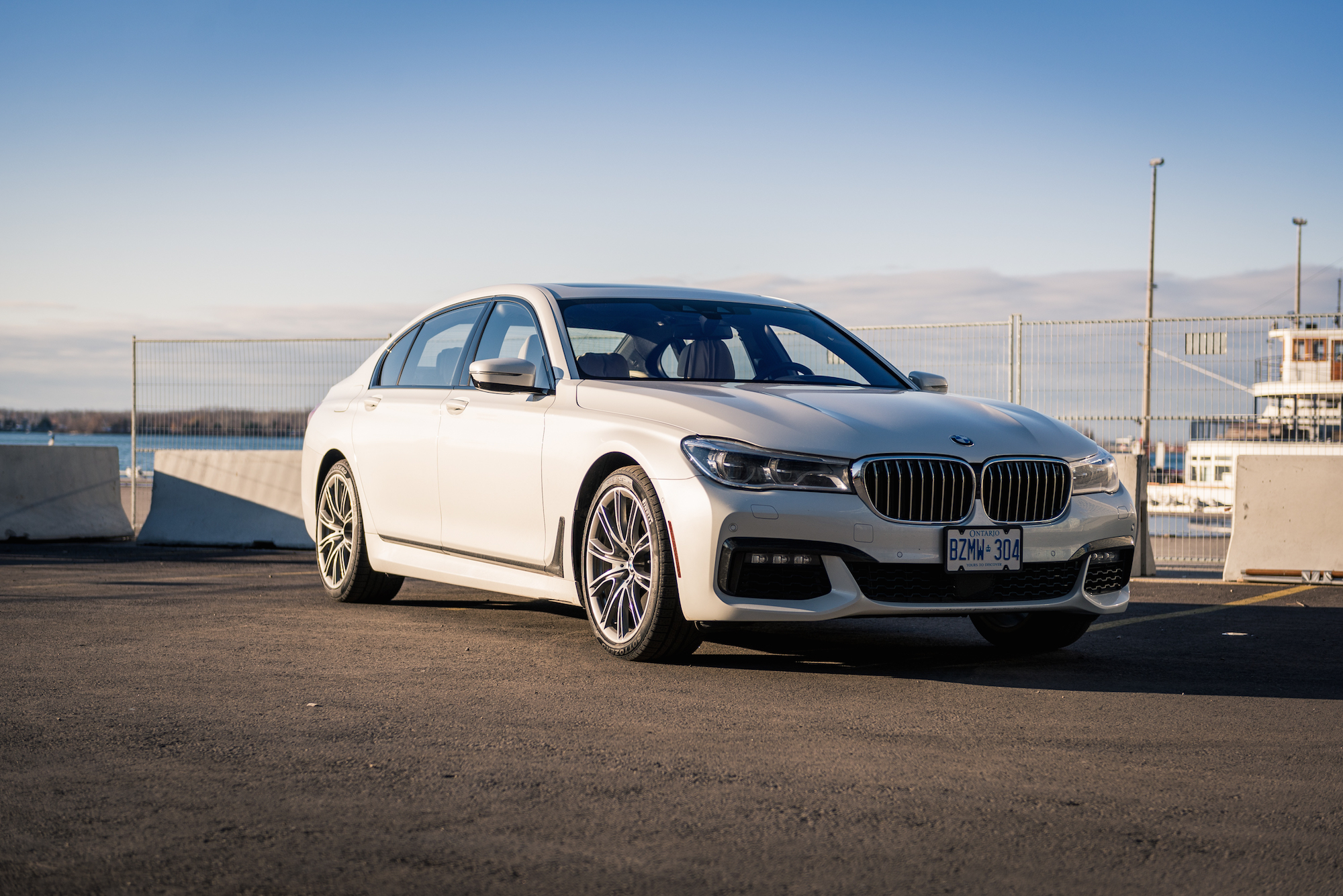 review 2017 bmw 750li m sport canadian auto review. Black Bedroom Furniture Sets. Home Design Ideas