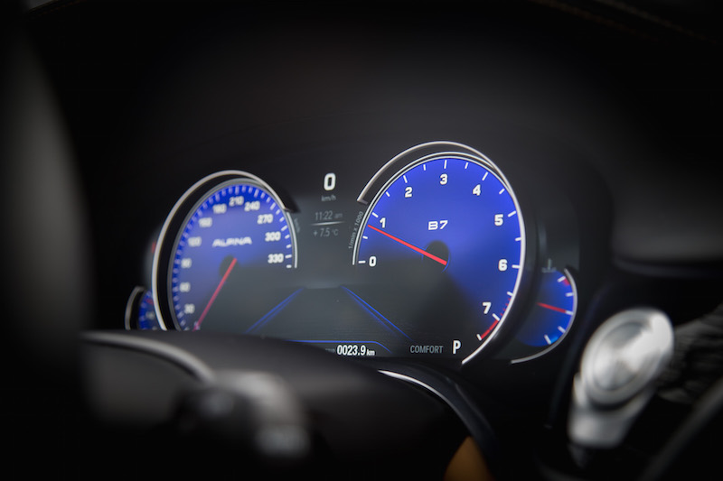 Alpina B7 Gauges purple