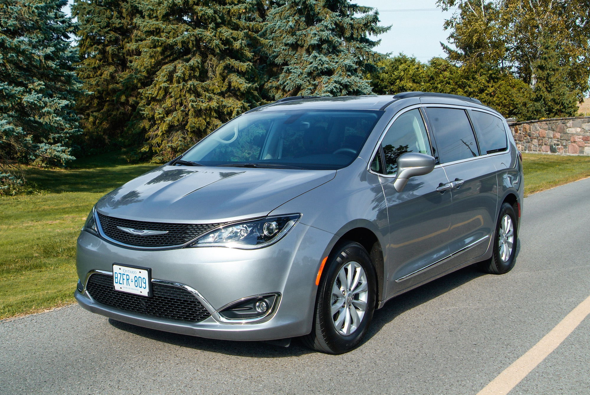 2017 pacifica touring l canadian auto review. Black Bedroom Furniture Sets. Home Design Ideas