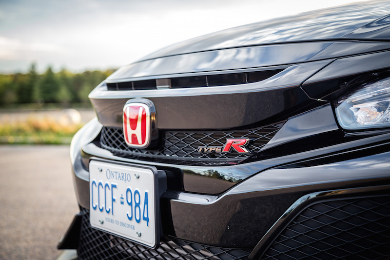 2017 Honda Civic Type R FK8 front grill red honda badge