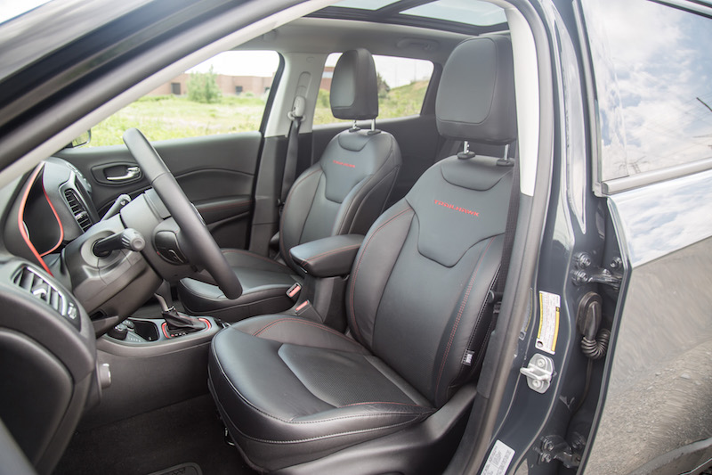 2017 Jeep Compass Trailhawk front seats