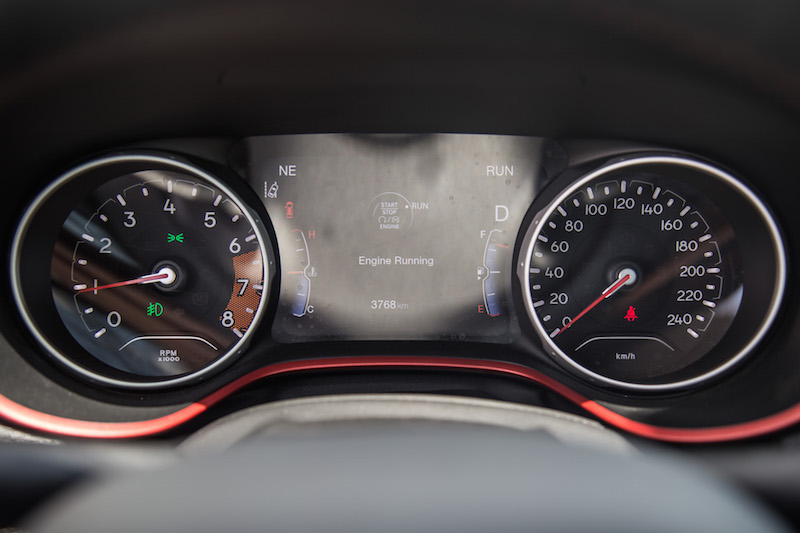 2017 Jeep Compass Trailhawk gauges
