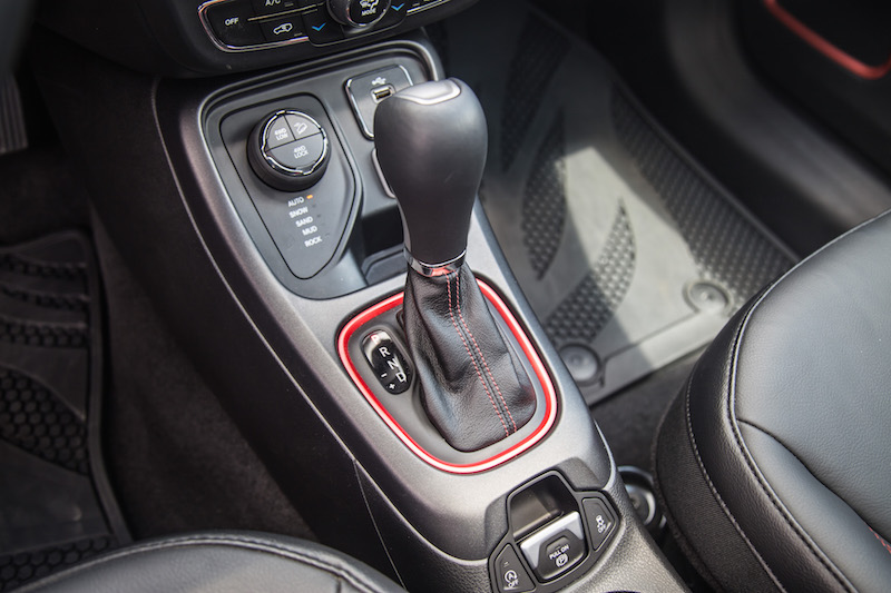 2017 Jeep Compass Trailhawk automatic gear shifter
