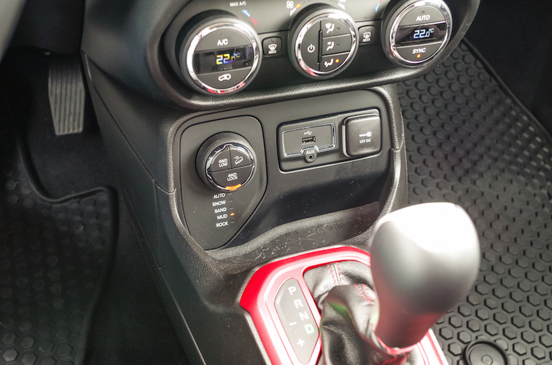 2017 Jeep Renegade Trailhawk controls dials