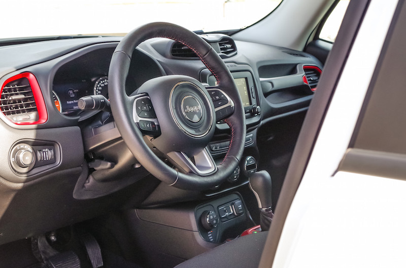 2017 Jeep Renegade Trailhawk interior steering wheel