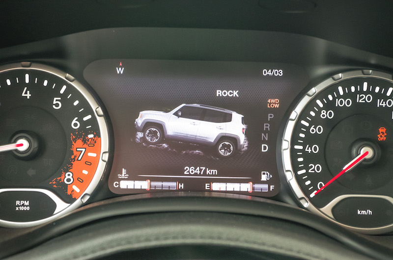 2017 Jeep Renegade Trailhawk gauges offroad mode display