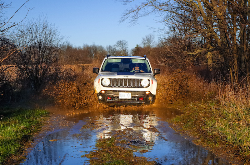 2017 Jeep Renegade Trailhawk puddle offroad mud