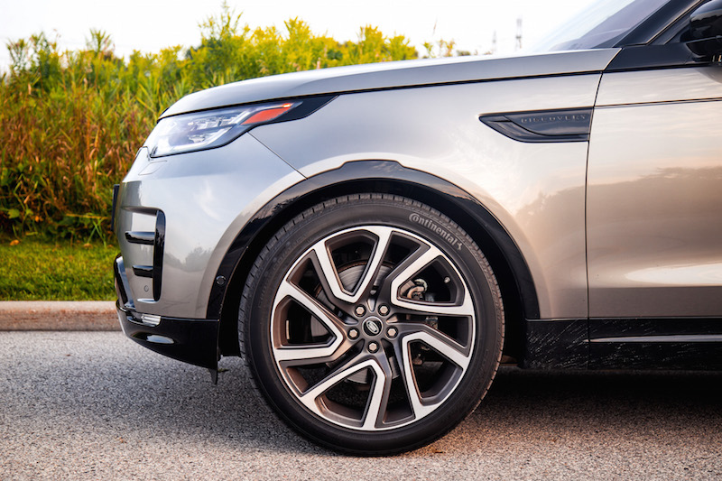 2017 Land Rover Discovery HSE 22-inch dynamic design wheels tires